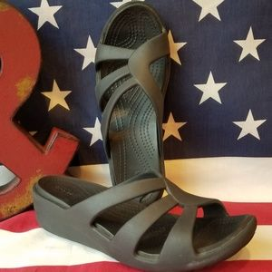 Women's Dual Crocs Comfort Sandals Size 6